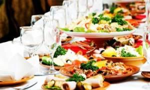 Как приготовить вкусные салаты на свадебный стол: рецепты