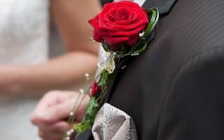 Яркие красные и красно-белые приглашения на свадьбу