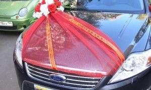 Декор капота свадебной машины своими руками – как украшение цветами и шарами